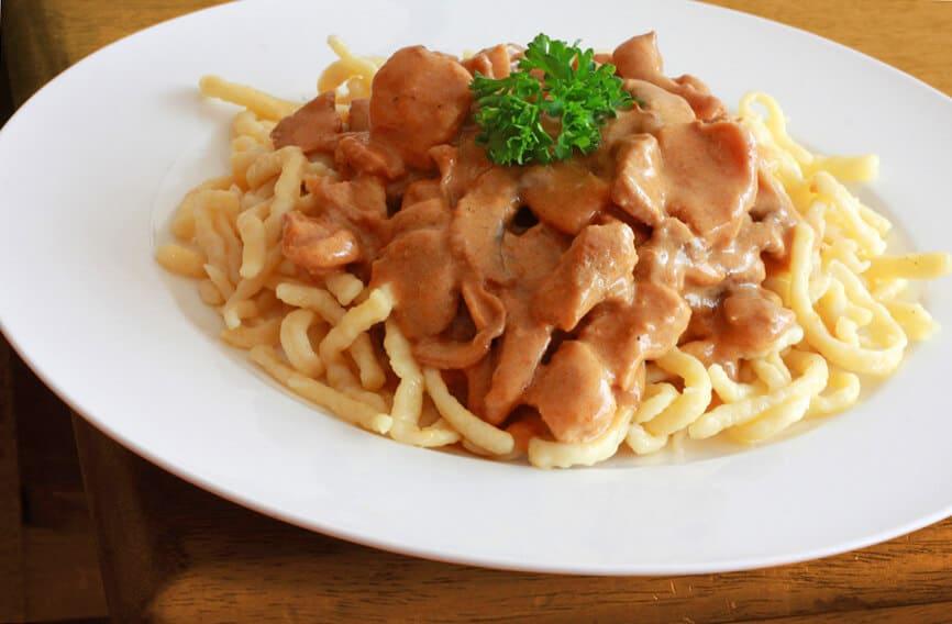 Geschnetzeltes spaetzle spätzle German recipe pork mushrooms cream sauce