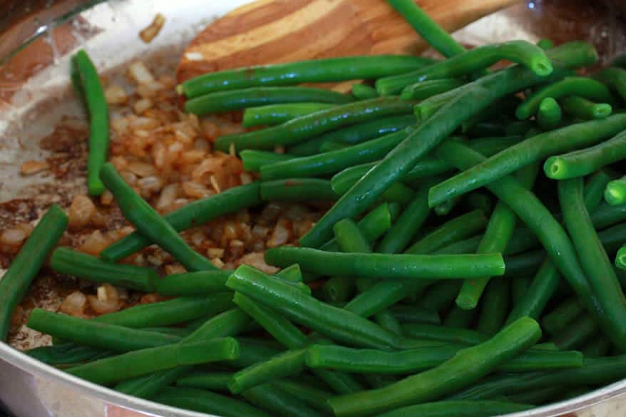 Southern-style Green Beans with Caramelized Onions and Bacon
