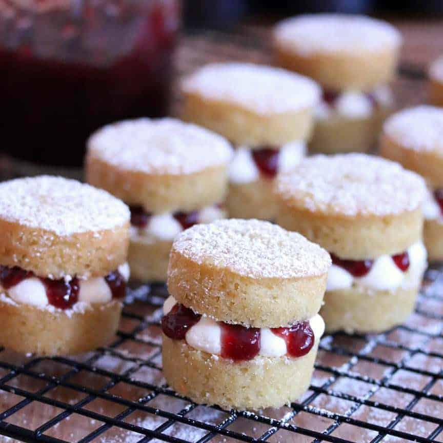 Victoria Sponge Cakes prep 38