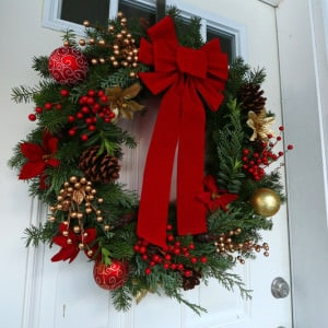 "How To Make a ""Gourmet"" Homemade Christmas Wreath & Simple Advent Wreath"