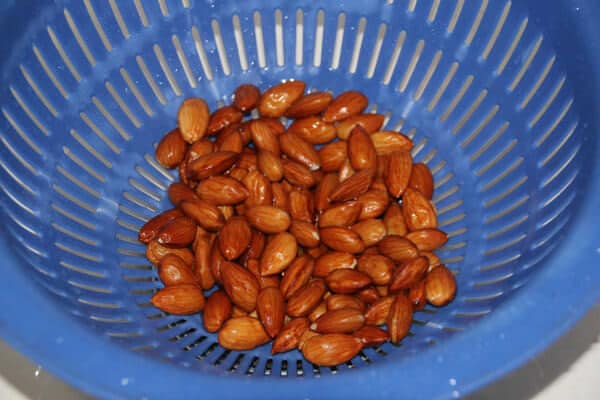 how to skin almonds