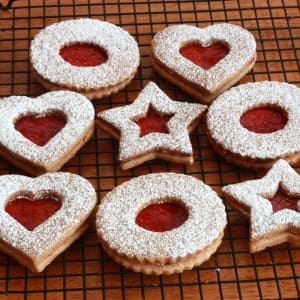 linzer kekse cookies recipe Austria Austrian Christmas almonds jam preserves raspberry