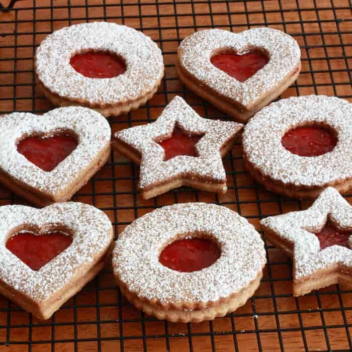 linzer kekse linzer cookies recipe Christmas Austrian almonds raspberry preserves