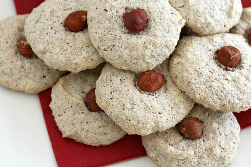 Nussmakronen hazelnut almond nut macaroons recipe Christmas German