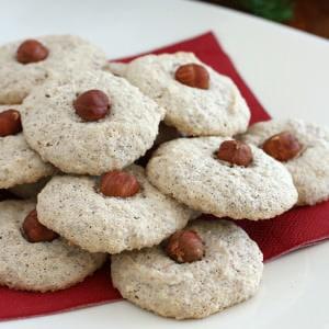 German Nussmakronen (Hazelnut Macaroons)