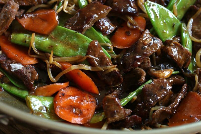 quick easy Chinese beef stir fry snow peas mushrooms bean sprouts carrots recipe