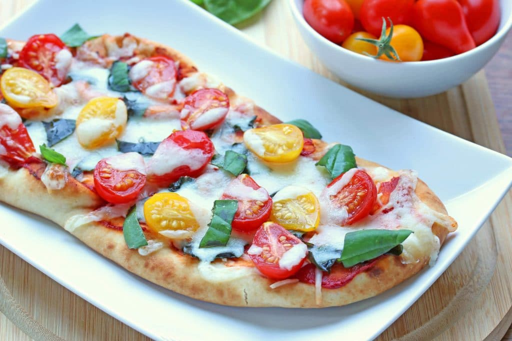 10 Minute Margherita Flatbread Pizzas
