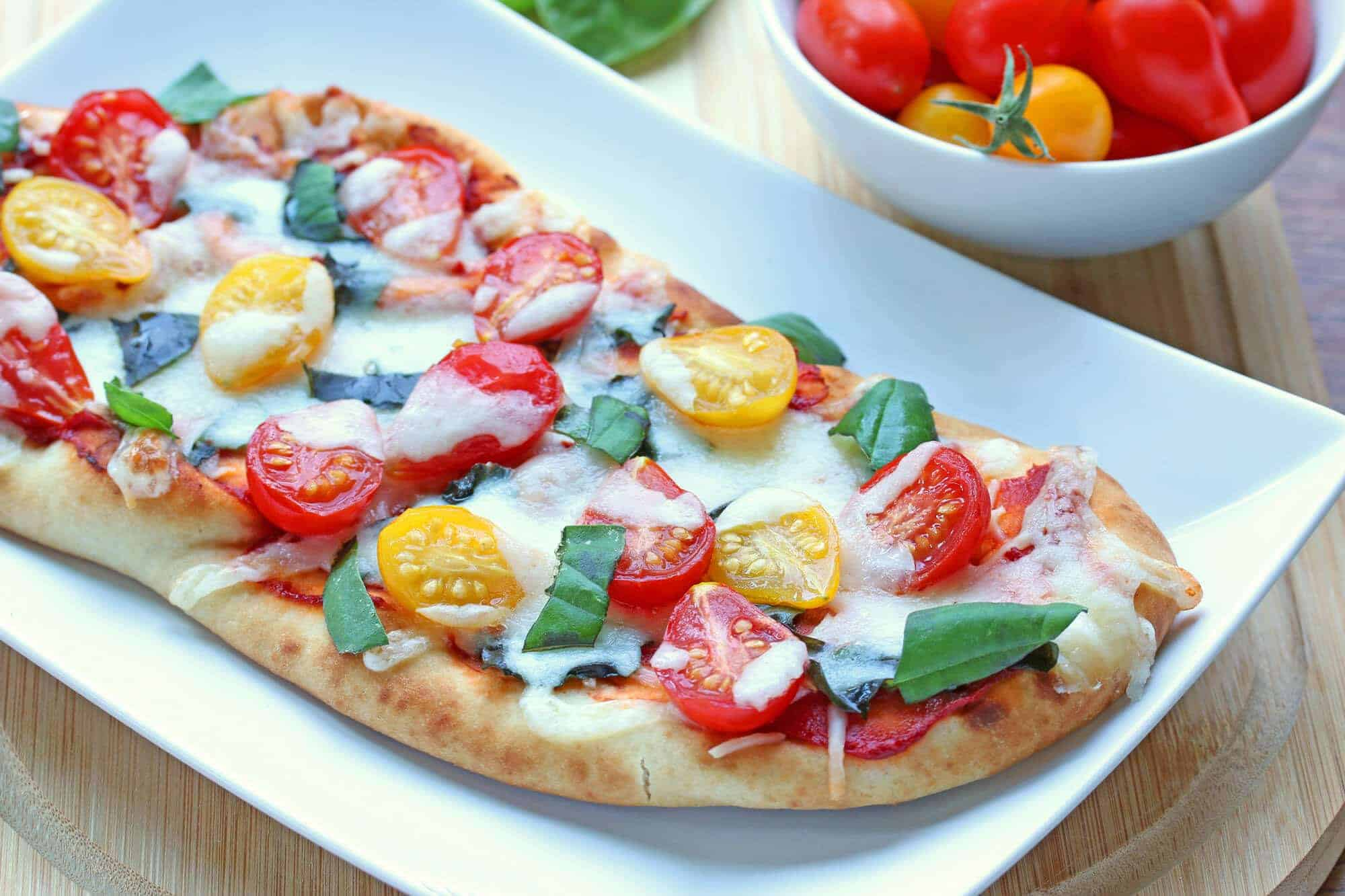 10 Minute Margherita Flatbread Pizzas The Daring Gourmet