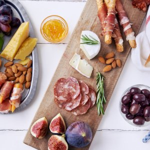 How To Create a Cheese & Charcuterie Board