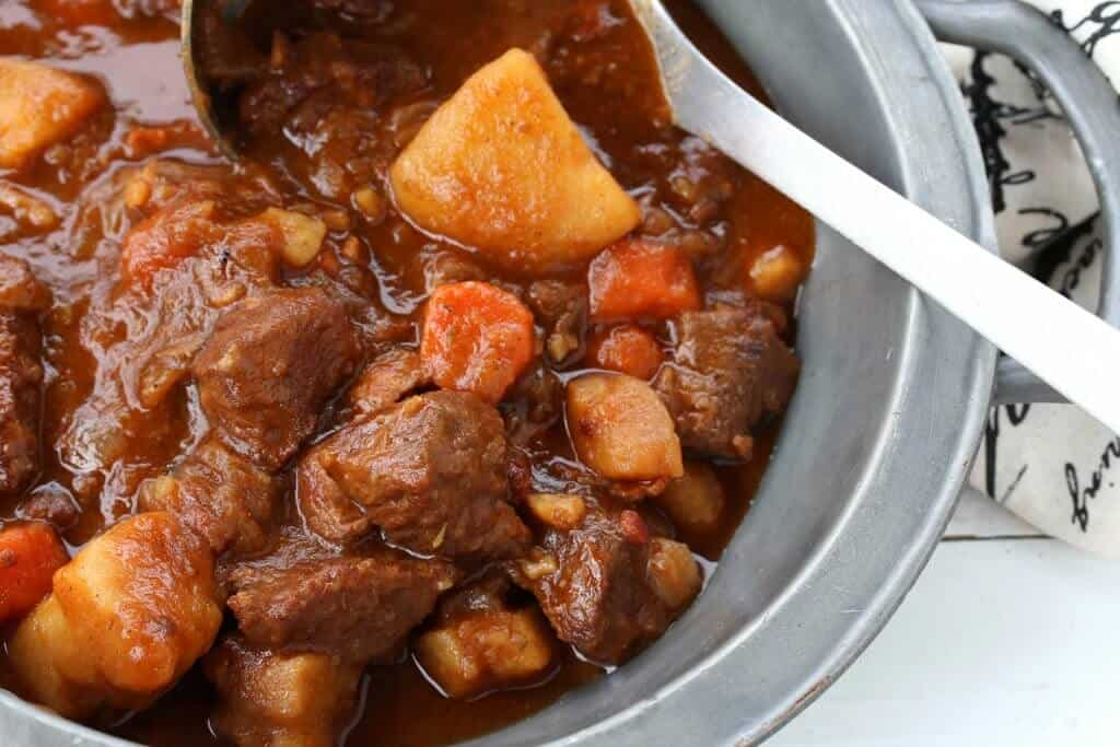 traditional authentic best irish beef guinness stew ireland pub food iconic recipe beer stout