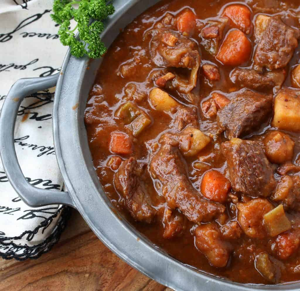 traditional authentic best irish beef guinness stew ireland pub food iconic recipe beer stout potatoes