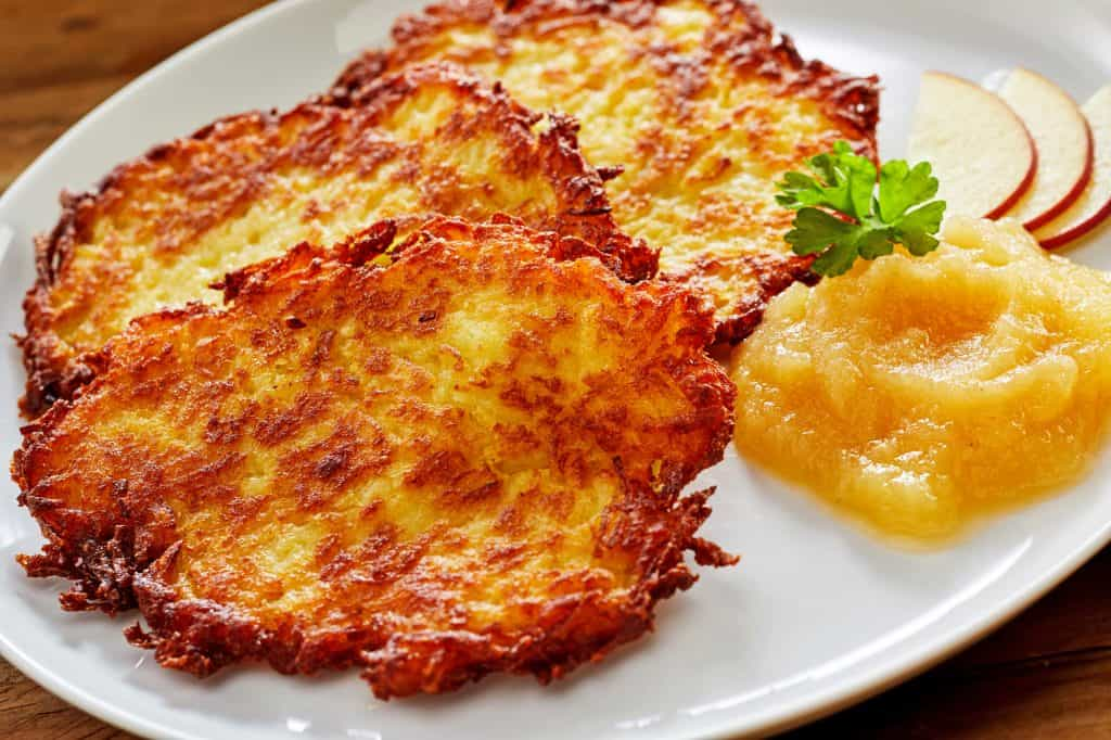 Traditional kartoffelpuffer german potato pancakes the daring kartoffelpuffer german potato pancakes recipe reibekuchen authentic traditional applesauce sweet savory rosti ccuart Image collections