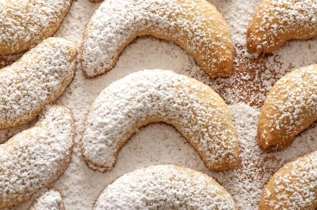vanillekipferl cookies recipe austrian polish german vanilla christmas holidays nuts almonds walnuts hazelnuts traditional authentic shortbread