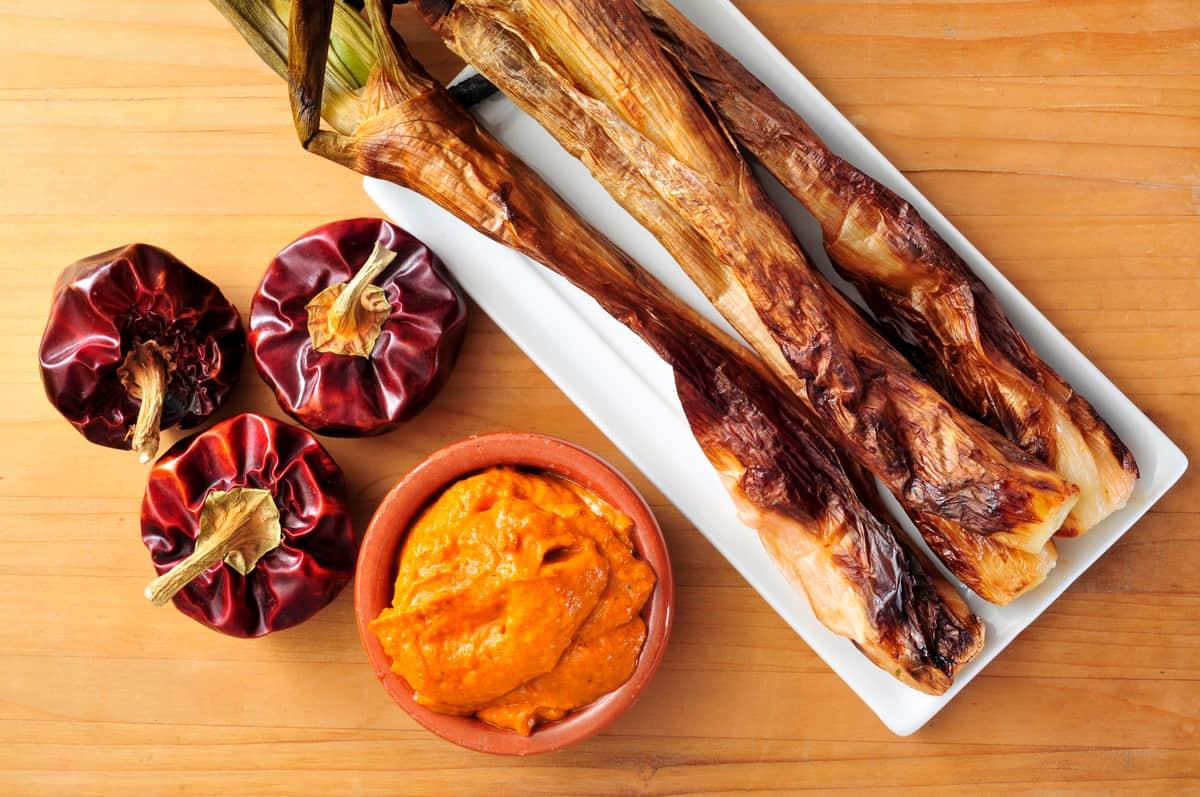 romesco sauce recipe authentic traditional Spanish Catalonian Tarragona nora peppers almonds vinegar calcots